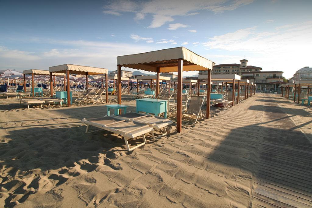 bagno florida beach viareggio spiaggia lettini sdraio regista tenda contenitore
