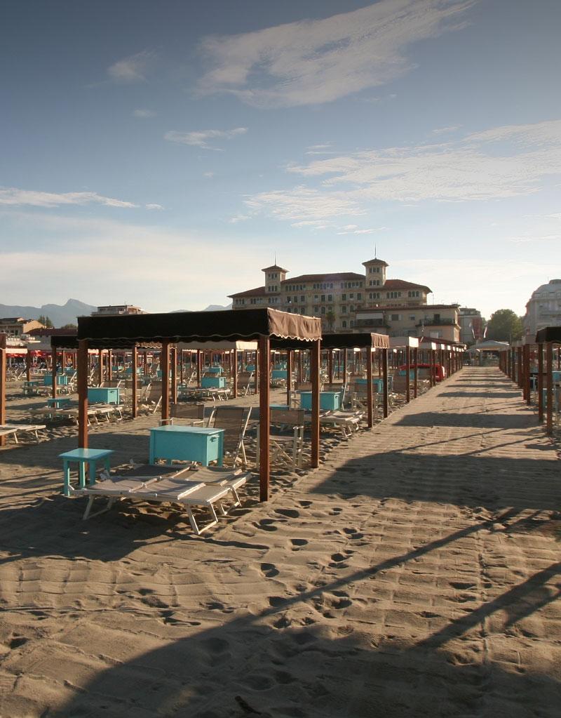 Bagno florida beach spiaggia viareggio lettini sdraio tende