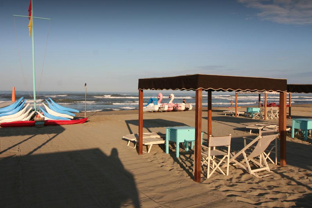 bagno florida beach viareggio spiaggia sdraio tenda spiaggina pedalo